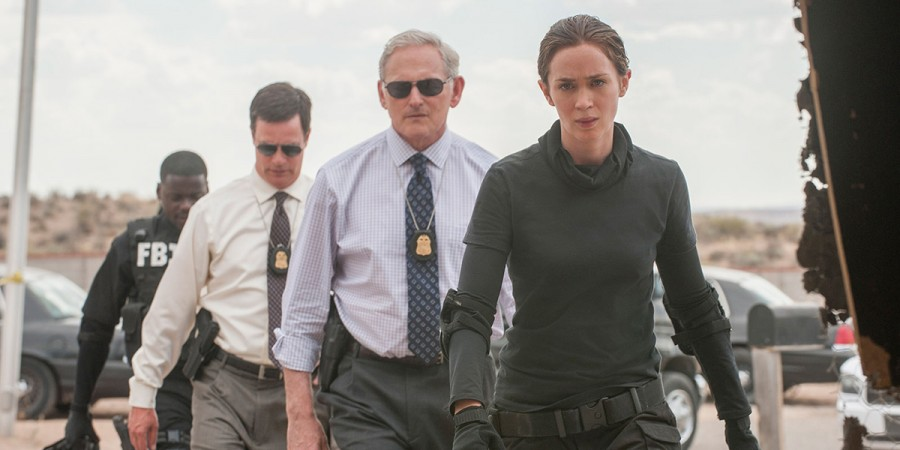 KATE MACER (EMILY BLUNT, RIGHT), DAVE JENNINGS, (VICTOR GARBER, CENTER RIGHT), PHIL COOPERS (HANK ROGERSON, CENTER LEFT) AND REGGIE WAYNE (DANIEL KALUUYA, LEFT) IN SICARIO. PHOTO CREDIT: RICHARD FOREMAN