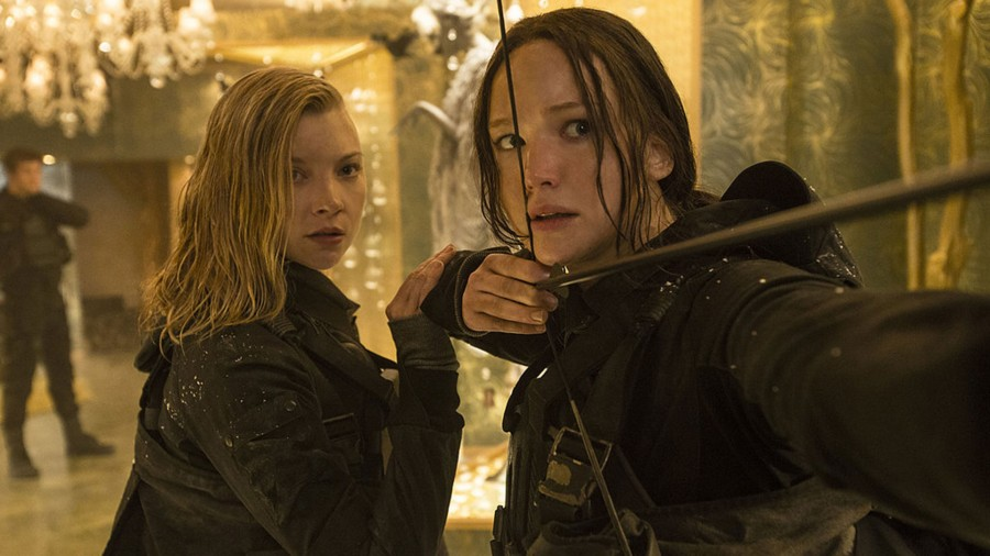 Katniss straightens her bow in Mockingjay Part 2