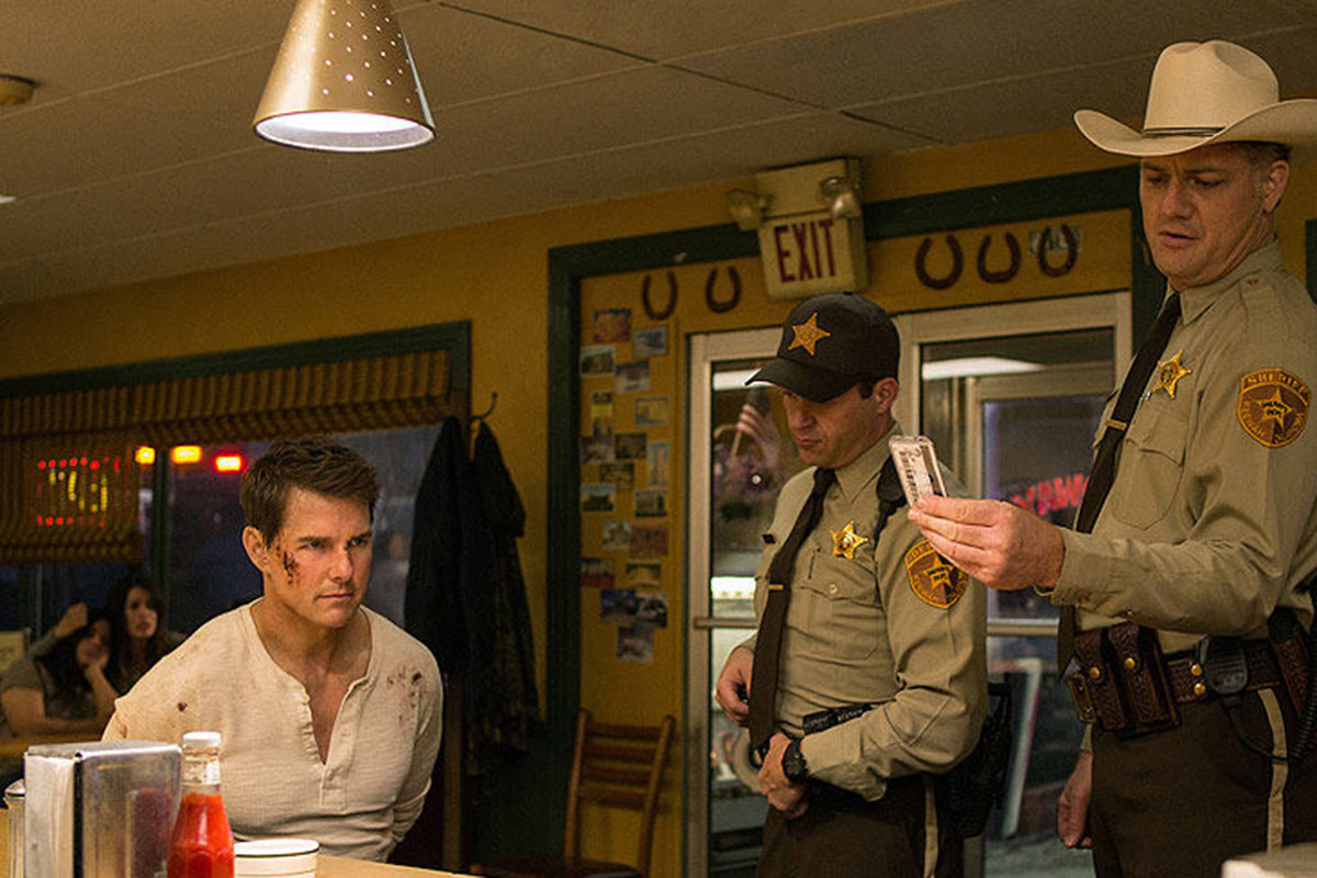 Tom Cruise returns in Jack Reacher: Never Go Back trailer